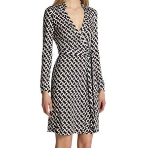 DVF New Jeanne 2 Chain Print 100% Silk Wrap Dress